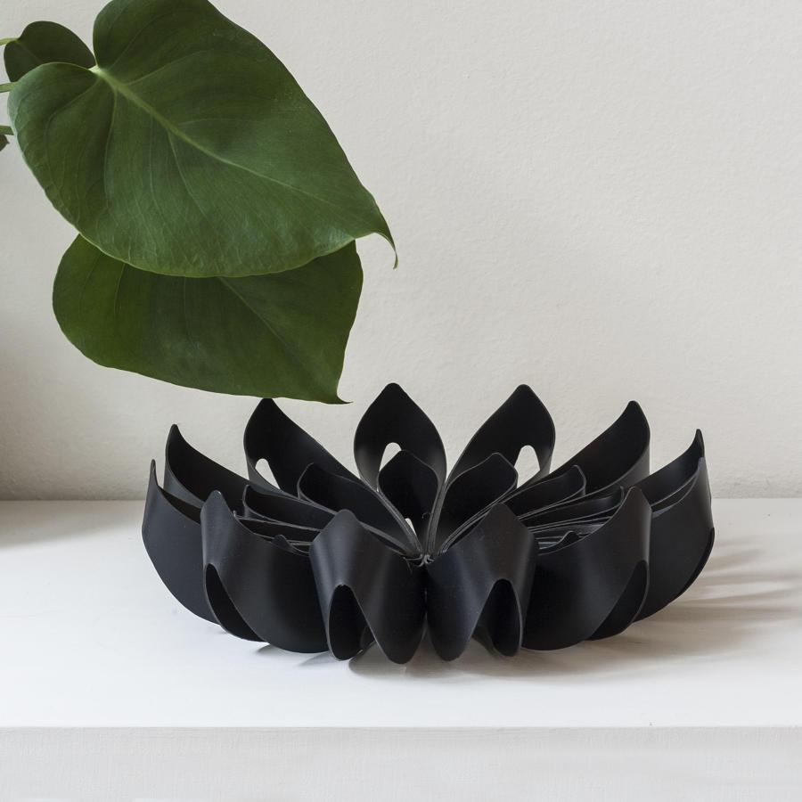 Black petal shape fruit bowl